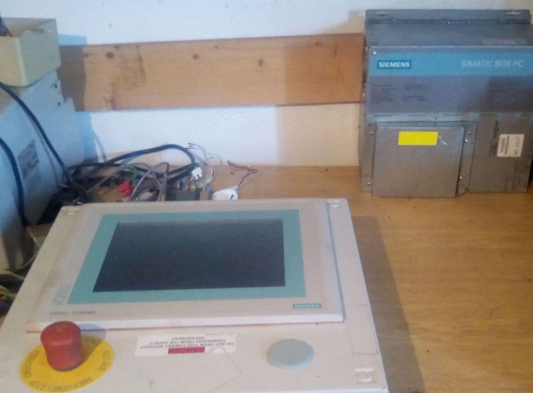 siemens touch panel 6av6 545-0cc10-0ax0 + skříň