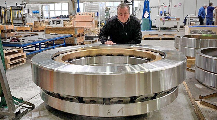 ZKL Bearings vyrobilo obří soudečkové ložisko, váží 3,4 tuny