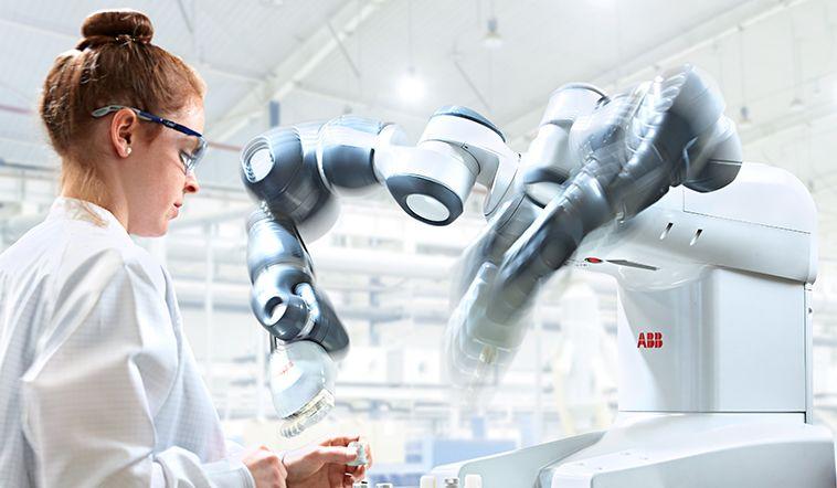 Nejnovější zásuvky ABB budou vyráběny roboty YuMi společně s lidskými kolegy
