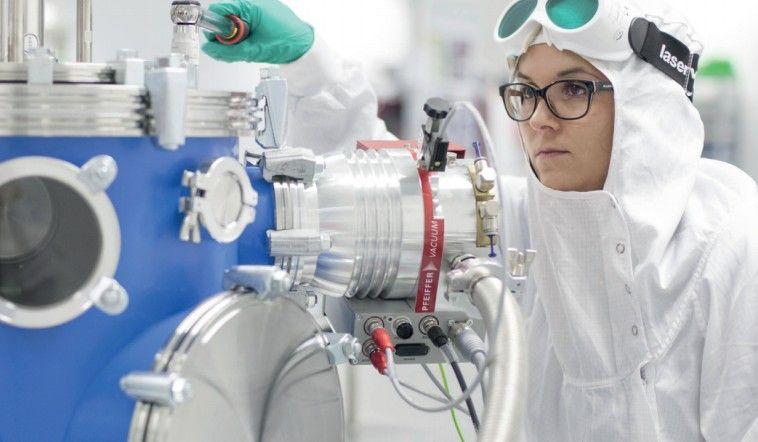 Vědci z HiLASE zjistili, jak laserem nahradit drahé technologie